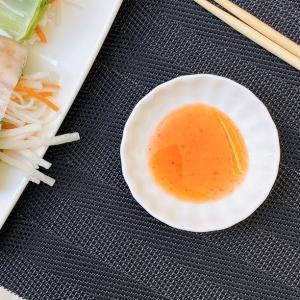 小皿 白磁 おしゃれ  7.5cm 菊花  豆皿 醤油 薬味 タレ入れ レンジOK 軽い 小さい お皿 シンプル|nishida-store