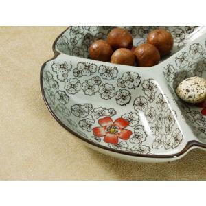 和食器 三つ 仕切り皿  8.5号 赤い椿  和食器 取り皿 花柄  レンジOK おしゃれ 大きい プレート 軽い 取り皿|nishida-store