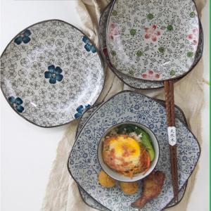 スクエアプレート 8号 19.6cm 赤い椿 花柄 おしゃれ レンジOK シンプル 中皿|nishida-store