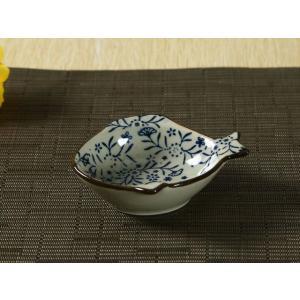 和食器 魚型小皿  青い花集い  小皿 しょうゆ皿 漬物 小鉢 業務用 軽い おしゃれ かわいい タレ入れ|nishida-store