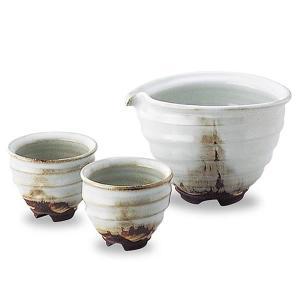 ■このお湯呑は、白い釉薬がぽってりとかかった高級感あふれる酒器です。 萩焼の特徴である「萩の七化け」...