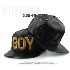 BOY ロゴ 革風 ブラック キャップ  帽子 野球帽 男女共用|niyantarose