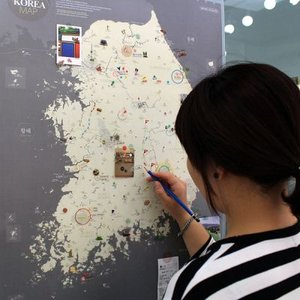 壁掛け 韓国地図 デコ・トラベル・コリアマップ ゴールドグレー|niyantarose