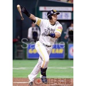 勝ち越しの3点本塁打を放つ中村晃【中村晃2016-02】写真...