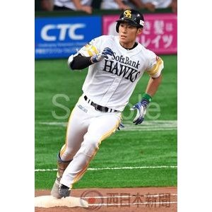 8号2ランを放ち打球の行方を確認する上林【上林誠知2017-11】写真プリント・A5/福岡ソフトバンクホークスの厳選ベストショット|nnpcontents