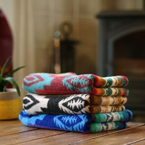《オススメ》ジャガード織りのネイティブ柄のおしゃれなバスタオルです。厚みがあるので、しっかり水分を吸...