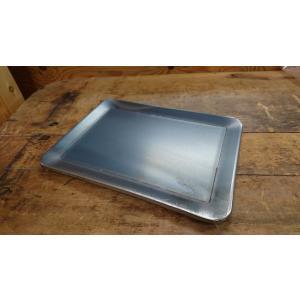 本製品は鉄でできているので、ずっしりとした重量感があり、とても強靭で優れた熱伝導と熱保持力を持ってお...