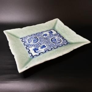 明治時代に作られた伊万里の変わり皿です。  重厚感があり珍しい形に仕上げられた作品です。 貫禄のある...