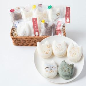 新潟県産コシヒカリの米粉を使用したモチモチ生地の中に、 あんこやクリームがたっぷり! 焼印で描かれた...