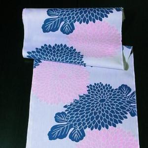 浴衣生地反物・むじな菊(紺/さくら色)38cm幅×13m巻【数量限定】|nunogatari