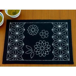 刺し子キット・ティーマット 古典菊と麻の葉|nunogatari