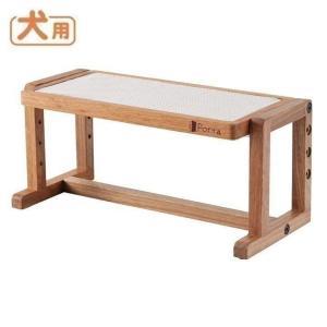テーブルの角度と高さを調節できる木製食事台。 食事台を使用することで、首や腰への負担が軽くなり、また...