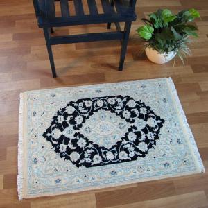 ペルシャ絨毯 ナイン、玄関マットサイズ 90×61cm o-moon