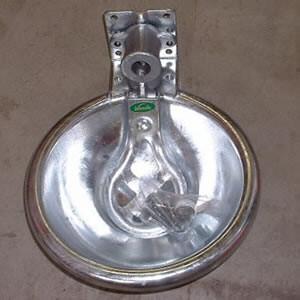 牛の水のみ機 ウォーターカップ(ネジ付) D型|oasisu