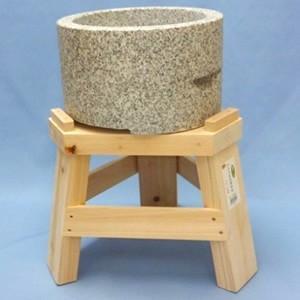 御影石もち臼(餅つき用石臼)・ヒノキ木台セット 1升用|oasisu