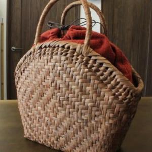 山葡萄の籠 半月バッグと手紡ぎ綿糸を草木染し手織りした布の落とし込み巾着のセット/SHOKUの布 コースター2枚プレゼント中/SA-3710/1 offer1999