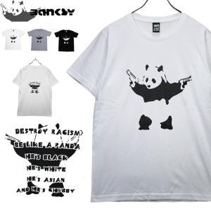 社会を風刺する謎の覆面アーティストBANKSY モンキーに次いで人気のパンダ。バックには後ろ姿とメッ...