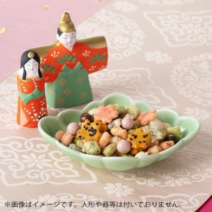 京都のおかきの名店がつくるひなあられ。 お子様にも人気のミルクといちごの2種チョコあられ入り。甘いだ...