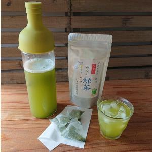 冷水ポットで簡単、快適。水出し煎茶・水出し緑茶 冷水ポットに水1リットルと水出し緑茶ティーバッグ1個...