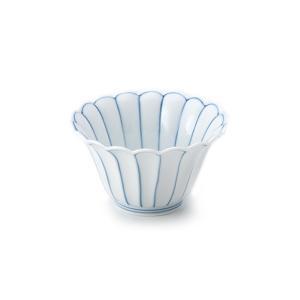 T&Sで一番人気の桔梗淵小鉢と同じシリーズの菊型の仲付け。人気の高い菊割の染め付けは有田、そ...