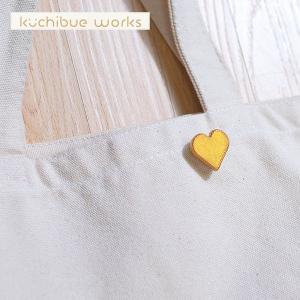 陶器ブローチ ハートモチーフの可愛い陶器ブローチ【kuchibueworks】ブローチ/レディース/洋服/女性/アクセサリー 祝い 誕生日 贈り物 退職 結婚 記念 引っ越し|okayulabo