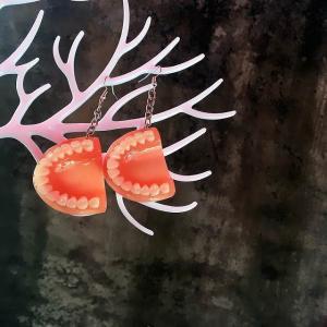 面白い誇張樹脂義歯歯 女性 女の子 パーティー ジュエリー 人格 ファッション アクリルブラブラ イヤリング|okuda-store