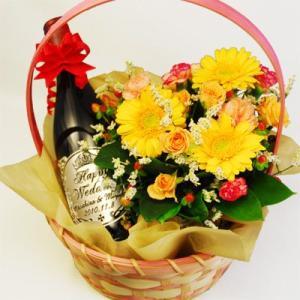 「聖なる愛」を花かごとともに…素敵な名前のボジョレー産赤ワイン ルイ・ジャド「サンタ・ムール」【結婚祝い】(名入れ 名前入り)の酒|okurusake