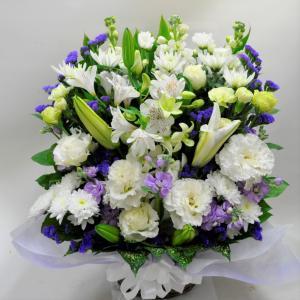 菊とユリ入り お供え お悔やみ生花アレンジメント |okusa