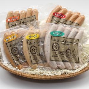 大切な原料である「豚肉」は、旨味・甘味を多く含み保水性の高い厳選した国産豚のみを使用。「塩」について...