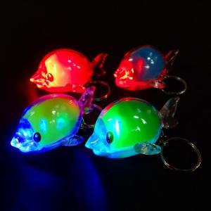 【光るおもちゃ】ピカピカイルカキーホルダー【ご注文単位は必ず25個単位でお願いします】光るおもちゃ 光る おもちゃ 縁日 お祭り 夏祭り
