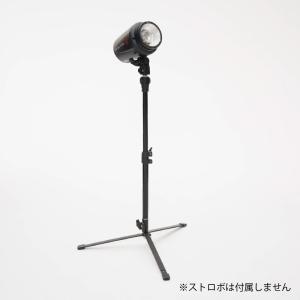 JINBEIのコンパクト収納なライトスタンドです。ほぼ床面高さからのライティングが可能となり、被写体...