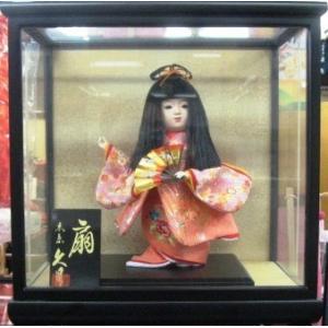 No.307 久月 稚児人形 衣裳着 6号 都春日 扇(ガラスケース付)|omomax