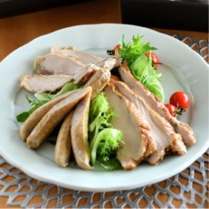 おもてなしギフト スモークチキン 伊万里の山中で育てた骨太有明鶏 を使った「山ん鶏」のロースト、スモーク、ソーセージの詰め合わせ|omotenashigift|02