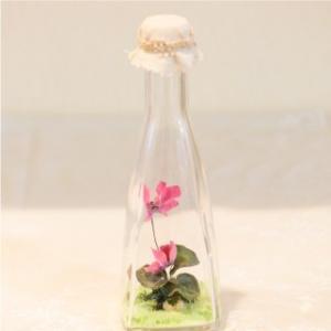 おもてなしギフト フラワーボトル 生花を色や形をそのままに、3ヶ月から半年間(保存状態によっては更に長期間)綺麗に咲かせます 四角すい型ボトル|omotenashigift|05