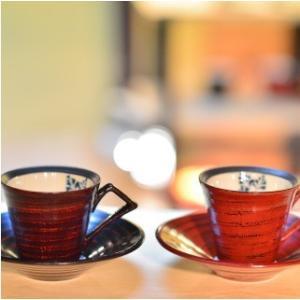 おもてなしギフト 漆の器 輪島の漆塗、美濃の陶器が出会った漆陶 二つの日本の伝統を同時に味わう まるで木のよう シダ模様のペアコーヒーカップ&ソーサー|omotenashigift|02