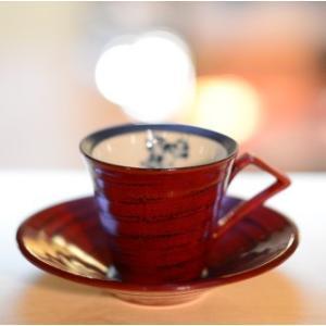 おもてなしギフト 漆の器 輪島の漆塗、美濃の陶器が出会った漆陶 二つの日本の伝統を同時に味わう まるで木のよう シダ模様のペアコーヒーカップ&ソーサー|omotenashigift|03
