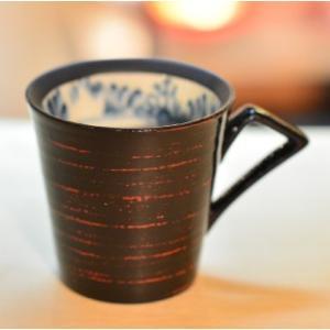おもてなしギフト 漆の器 輪島の漆塗り、美濃の陶器が出会った漆陶 二つの日本の伝統を同時に味わう まるで木のよう 渕唐草模様のペアマグカップ|omotenashigift|03