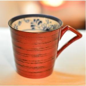おもてなしギフト 漆の器 輪島の漆塗り、美濃の陶器が出会った漆陶 二つの日本の伝統を同時に味わう まるで木のよう 渕唐草模様のペアマグカップ|omotenashigift|04