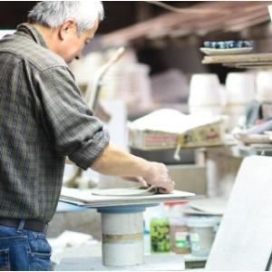 おもてなしギフト 漆の器 輪島の漆塗り、美濃の陶器が出会った漆陶 二つの日本の伝統を同時に味わう まるで木のよう 十草模様の酒器セット|omotenashigift|03