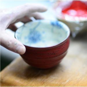おもてなしギフト 漆の器 輪島の漆塗り、美濃の陶器が出会った漆陶 二つの日本の伝統を同時に味わう まるで木のよう 十草模様の酒器セット|omotenashigift|06