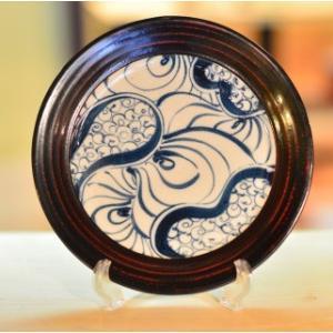 おもてなしギフト 漆の器 輪島の漆塗り、美濃の陶器が出会った漆陶 二つの日本の伝統を同時に味わう まるで木のよう 渦紋模様のワイドリム皿|omotenashigift|03