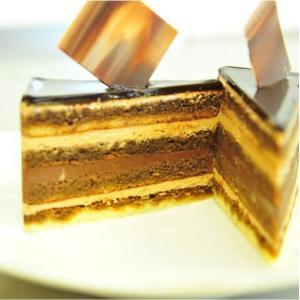 おもてなしギフト ケーキ 横浜のコラシオンのオペラケーキ 何層にも重ねた異なる味の層が深みのある味わいを伝えます|omotenashigift|03