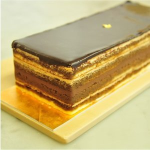 おもてなしギフト ケーキ 横浜のコラシオンのオペラケーキ 何層にも重ねた異なる味の層が深みのある味わいを伝えます|omotenashigift|05