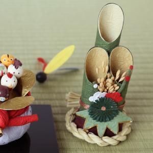 門松。和紙のお正月飾り。門松は歳神さまが来るときの目印として飾ります。歳神さまは新しい年の神さまとい...