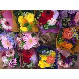 ミニブーケ 全ておまかせの花材、花色で作成 ミニ 花束 プチ花束 ピアノ バレエ 発表会 お祝い 卒業式 卒園式 入園式 入学式などにの画像