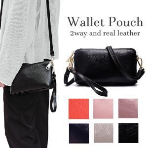 シンプルデザインで使いやすいレザーのお財布ポシェットです。 たっぷり収納力でおでかけや通勤通学に。 ...