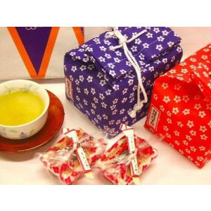 黄な粉に黒蜜がたっぷりついた桔梗屋の餅菓子です。 各種お祝いやお祝い返し、季節の贈り物や誕生日ギフト...
