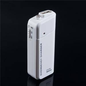 電池2本のスマホ充電器 LEDライト付 緊急用チャージャー 災害対策 停電 非常|orcdmepro