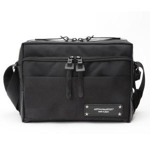 デジタルカメラには、PCもしくはタブレットとの併用が不可欠。 しかし、「デジカメ時代に即したバッグが...