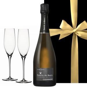 光り輝く金色のボトルが目を引く、華やかなラベルデザイン。 マキシムの長い栄光の歴史と重なる、お祝いに...